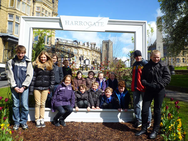 Pupils of Primar Schul Muolen and Follifoot CE Primary School enjoy a day in Harrogate